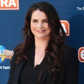 Julia Ormond Appears on Extra