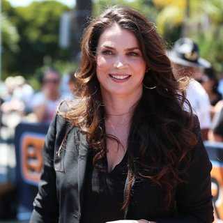 Julia Ormond in Julia Ormond Appears on Extra