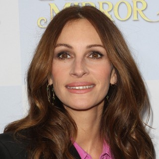 Julia Roberts in Relativity Media Presents The Los Angeles Premiere of Mirror Mirror - Arrivals