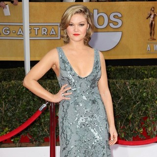 Julia Stiles in 19th Annual Screen Actors Guild Awards - Arrivals - julia-stiles-19th-annual-screen-actors-guild-awards-02