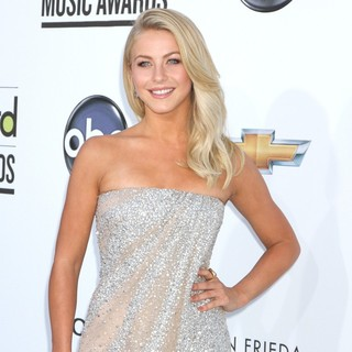 Julianne Hough in 2012 Billboard Music Awards - Arrivals