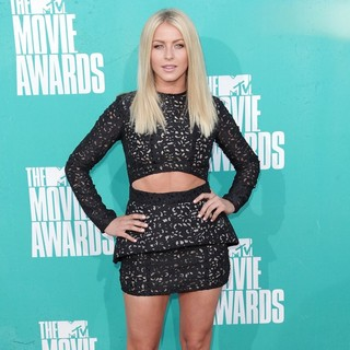 Julianne Hough in 2012 MTV Movie Awards - Arrivals