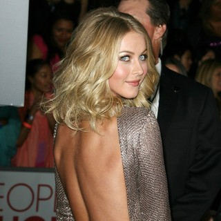 Julianne Hough in 2012 People's Choice Awards - Arrivals
