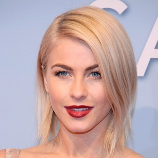 Julianne Hough in The Premiere of Safe Haven - Wie ein Licht in der Nacht