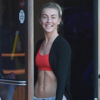 Julianne Hough-Julianne Hough Leaves A Fitness Class