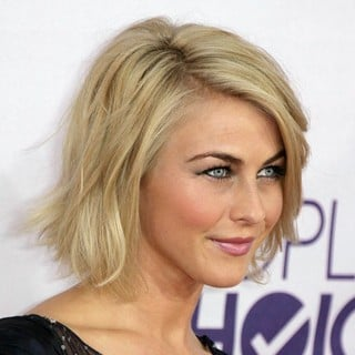 Julianne Hough in People's Choice Awards 2013 - Red Carpet Arrivals - julianne-hough-people-s-choice-awards-2013-01