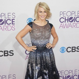 Julianne Hough in People's Choice Awards 2013 - Red Carpet Arrivals