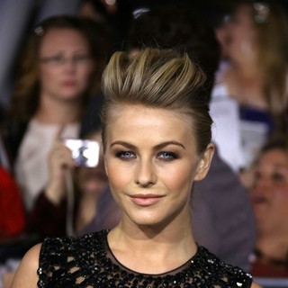Julianne Hough in The Premiere of The Twilight Saga's Breaking Dawn Part II - julianne-hough-premiere-breaking-dawn-2-02