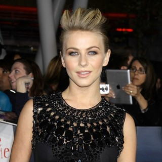 Julianne Hough in The Premiere of The Twilight Saga's Breaking Dawn Part II - julianne-hough-premiere-breaking-dawn-2-03