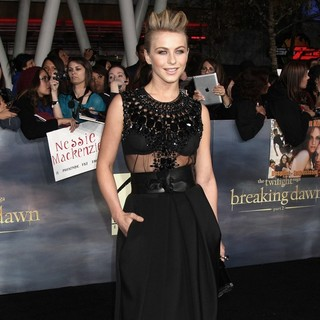Julianne Hough in The Premiere of The Twilight Saga's Breaking Dawn Part II - julianne-hough-premiere-breaking-dawn-2-05