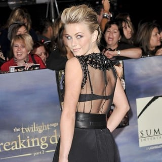 Julianne Hough in The Premiere of The Twilight Saga's Breaking Dawn Part II - julianne-hough-premiere-breaking-dawn-2-08