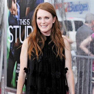 Julianne Moore in World Premiere of Crazy, Stupid, Love - Arrivals