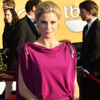 Julie Bowen in The 18th Annual Screen Actors Guild Awards - Arrivals