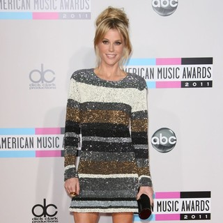 Julie Bowen in 2011 American Music Awards - Arrivals