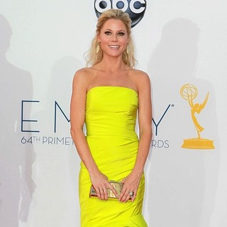 Julie Bowen in 64th Annual Primetime Emmy Awards - Arrivals