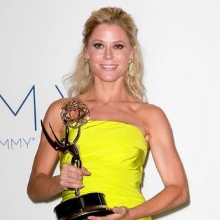 Julie Bowen in 64th Annual Primetime Emmy Awards - Press Room