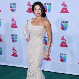 Julie Ferretti in 13th Annual Latin Grammy Awards - Arrivals