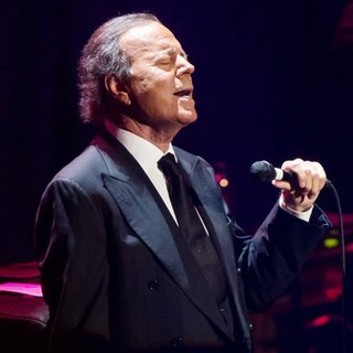 Julio Iglesias in Julio Iglesias Performing Live in Concert