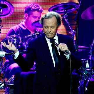 Julio Iglesias in Julio Iglesias Performs at Hard Rock Live