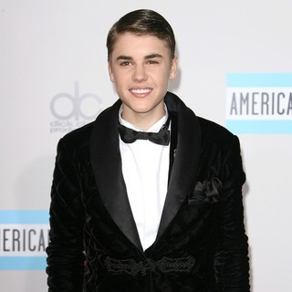 Justin Bieber in 2011 American Music Awards - Arrivals