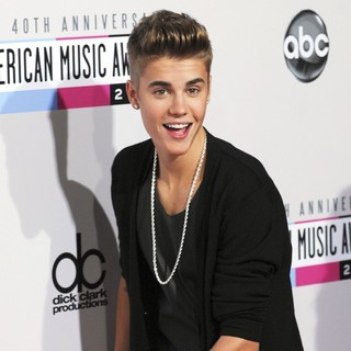 Justin Bieber in The 40th Anniversary American Music Awards - Arrivals