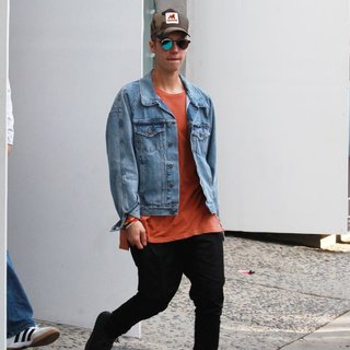 Justin Bieber - Justin Bieber Goes Shopping at Kitson Men