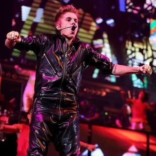 Justin Bieber - Justin Bieber Performing Live at The Grand Garden Arena