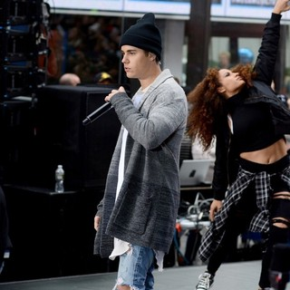 Justin Bieber - Justin Bieber Performing Live on NBC's Today Show