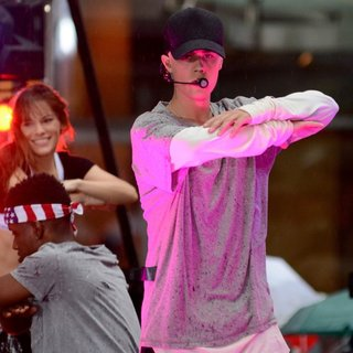 Justin Bieber - Justin Bieber Performing Live on NBC's Today Show Part of The NBC Toyota Summer Concert Series