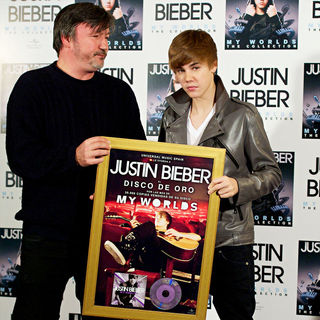 Justin Bieber - Justin Bieber Attends A Photocall to Promote His 'My Worlds -The Collection' CD