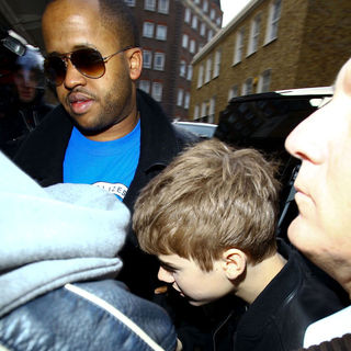 Justin Bieber - Justin Bieber Arriving at Madame Tussauds for The Unveiling of His Waxwork