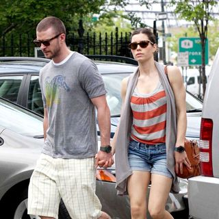 Justin Timberlake - Justin Timberlake and Jessica Biel walking hand in hand through the West Village and Tribeca