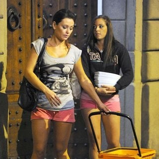 JWoww, Sammi Giancola in Jersey Shore Cast Members Pop Round The Corner to A Local Shop to Wash Their Dirty Dishes