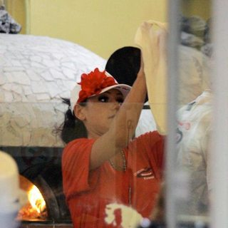 JWoww in Jersey Shore Cast Members Work At a Pizza Restaurant