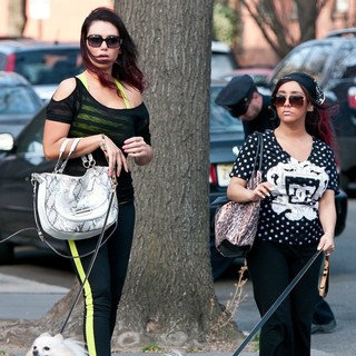 Snooki - Snooki and JWoww Stroll Around Jersey City with Their Dogs While Filming Their Reality Show