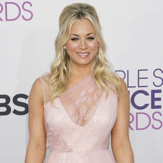 Kaley Cuoco in People's Choice Awards 2013 - Red Carpet Arrivals