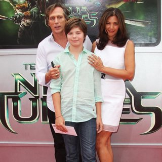 William Fichtner, Kymberly Kalil in Los Angeles Premiere of Teenage Mutant Ninja Turtles - Arrivals