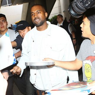 Kanye West - Kanye West at Los Angeles International Airport