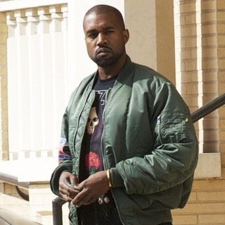 Kanye West Leaving Barneys New York After Shopping - kanye-west-leaving-barneys-new-york-01