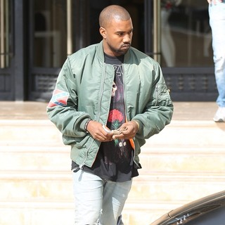 Kanye West Leaving Barneys New York After Shopping - kanye-west-leaving-barneys-new-york-03