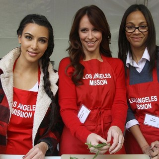 Kim Kardashian, Jennifer Love Hewitt, Zoe Saldana in 75th Anniversary of The Los Angeles Mission Serving Thanksgiving Dinner to The Homeless