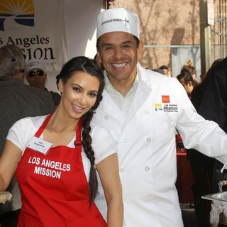 Kim Kardashian, Antonio Villaraigosa in 75th Anniversary of The Los Angeles Mission Serving Thanksgiving Dinner to The Homeless