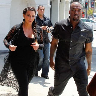 Kim Kardashian - Kim Kardashian and Kanye West Are Seen House Hunting in Beverly Hills