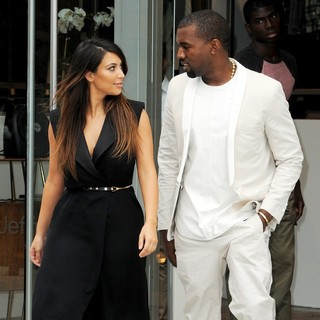 Kim Kardashian, Kanye West in Kim Kardashian and Kanye West Go Shopping Together in Soho