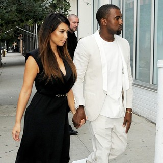 Kim Kardashian and Kanye West Go Shopping Together in Soho - kardashian-west-shopping-together-03