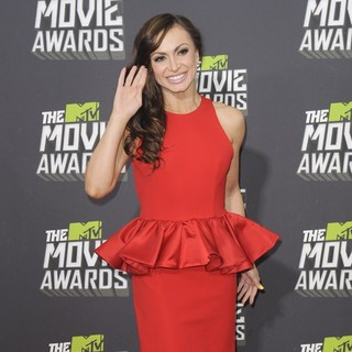 Karina Smirnoff in 2013 MTV Movie Awards - Arrivals - karina-smirnoff-2013-mtv-movie-awards-04