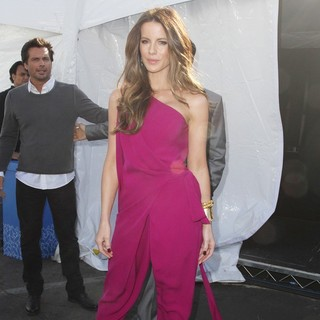 Kate Beckinsale in 27th Annual Independent Spirit Awards - Press Room