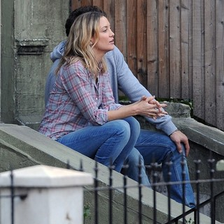Kate Hudson in Filming Movie Good People on Location