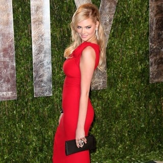 Kate Upton in 2012 Vanity Fair Oscar Party - Arrivals
