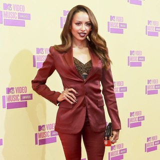 Katerina Graham in 2012 MTV Video Music Awards - Arrivals